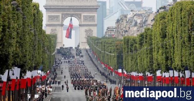 Френската полиция използва сълзотворен газ, за да разпръсне протестиращи по