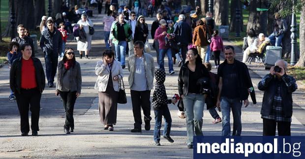 През 2018 г. населението в България е наброявало 6 957