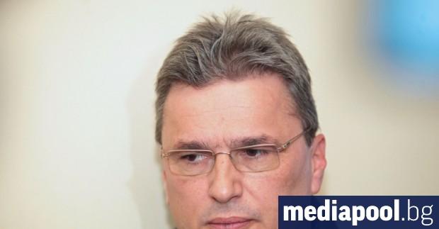 Отказът на банкера Цветан Василев да се върне в България