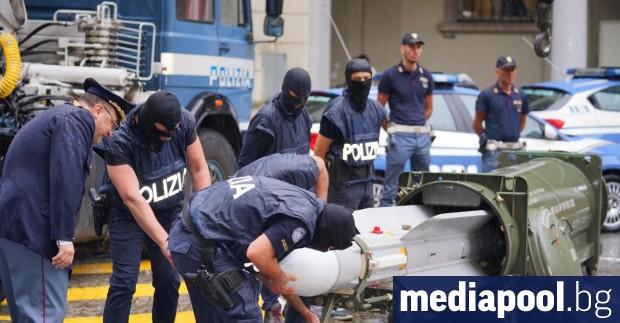 Разследване на италианската полиция на крайнодясна групировка с фенове на