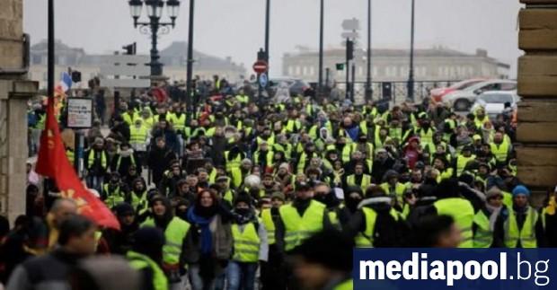 Френската полиция използва сълзотворен газ по време на поредната съботна