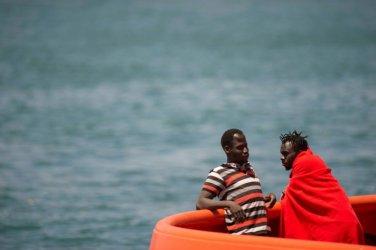 Най-малко 840 мигранти са загинали по пътя за Европа през Средиземно море