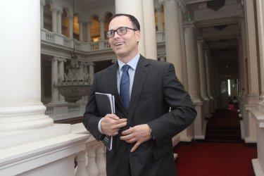 """Горанов е против опита на """"Атака"""" да измъкне банката на Мавродиев от засилен контрол"""