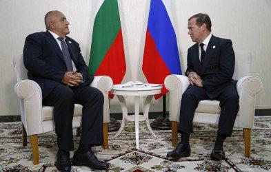 Каспийската среща Борисов-Медведев връща големите обвързвания