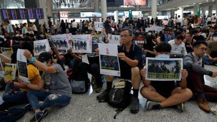 Всички полети в Хонконг са отменени заради демонстрация на летището