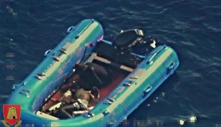 Малтийската армия публикува снимка на мъртъв човек, вероятно мигрант, в гумена лодка