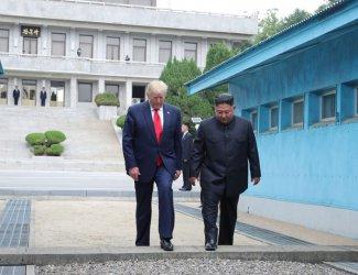 Тръмп се похвали, че Ким Чен-ун го следи в Туитър