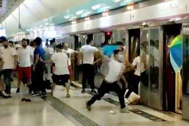 Продемократичните протести в Хонконг разделят мненията в някои квартали