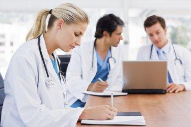Резултат с изображение за млади лекари