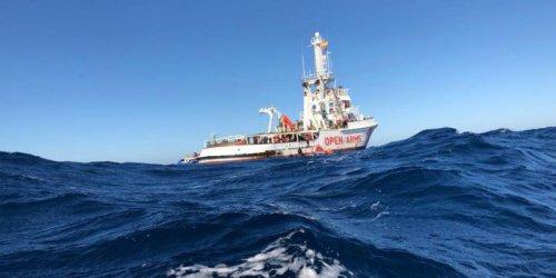 Испански хуманитарен кораб спаси 124 мигранти в Средиземно море