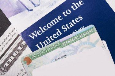 САЩ ще отнемат зелените карти на имигранти, получаващи социални помощи