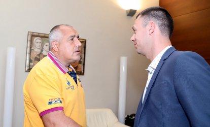 """Нинова: Държавата ври и кипи, а премиерът се среща с футболен клуб """"Арда"""""""