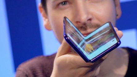 """""""Самсунг"""" пуска сгъваемия си смартфон през септември"""