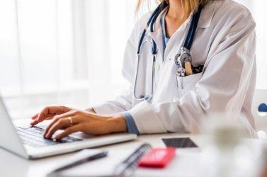 След пробива в НАП забраняват на лекарите да гледат филми и слушат музика на служебните компютри