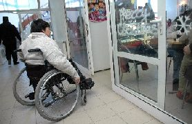 НЗОК не може да поеме помощните средства за хората с увреждания и иска година отсрочка