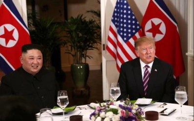 """Тръмп се похвали, че е получил """"много хубаво писмо"""" от севернокорейския лидер"""