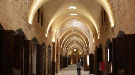 Вековният базар в сирийския град Алепо бавно се възстановява