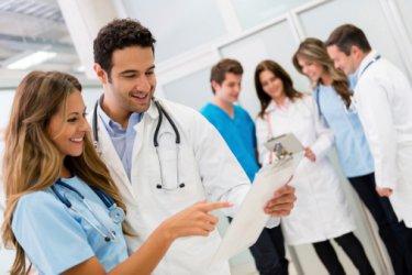 Младите лекари ще специализират на държавна издръжка срещу 3 г. работа у нас