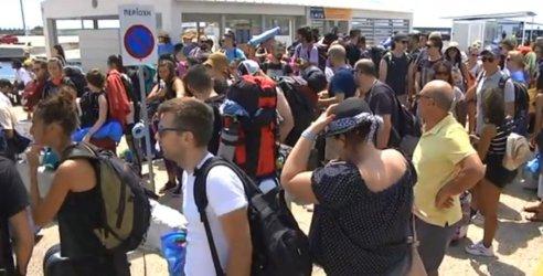 Напрежение сред блокираните туристи на Самотраки ескалира