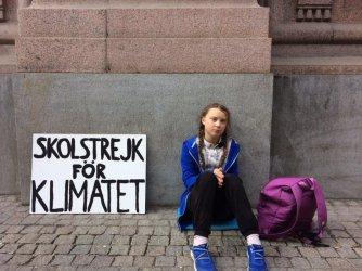 Екоактивистката Грета Тунберг записа песен за климатичните промени с британска банда
