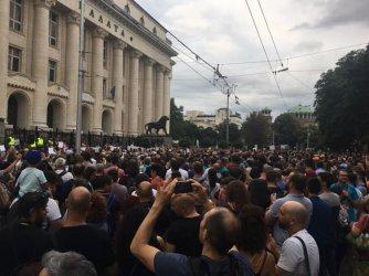 Хиляди протестираха срещу безалтернативния прокурор Гешев