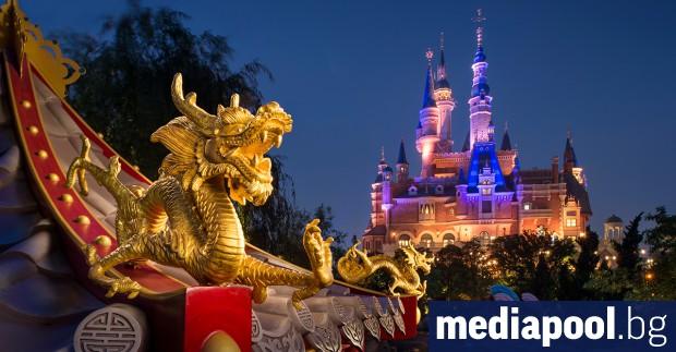 Четирима китайски студенти заведоха съдебен иск срещу Дисни (Disney), защото
