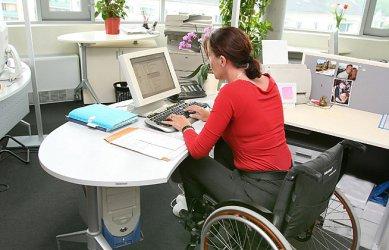 Сериозен дефицит на лични асистенти за хора с увреждания