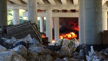 Пушек и смрад от трупове: така мирише България