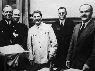 Пактът Молотов-Рибентроп (2)*