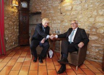 Борис Джонсън и Юнкер хапнаха охлюви, Брекзит остава в задънена улица