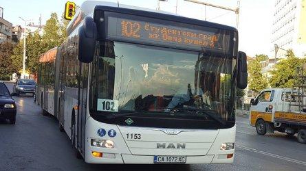 Мъж атакува пътници с нож в автобус в София