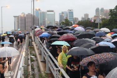 Протестиращите в Хонконг отхвърлиха офертата за диалог с управляващите