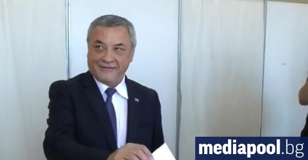 Според лидера на участващата във властта партия НФСБ Валери Симеонов