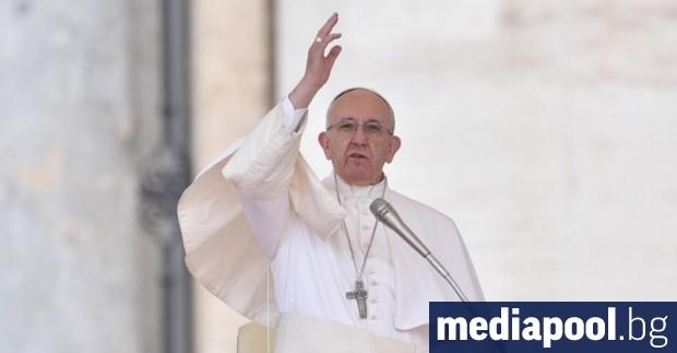 Папа Франциск изрази безпокойство от пожарите, които опустошават амазонската гора,