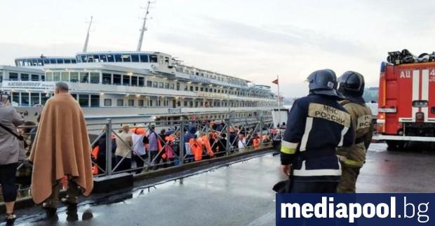 Пожар, избухнал тази сутрин на туристически кораб във втория по