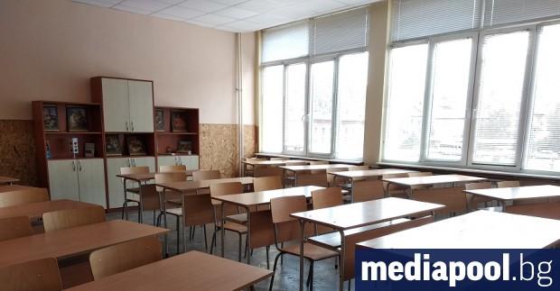 Институциите ще се опитат да върнат в клас около 44