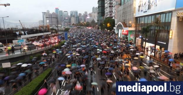 Над 100 000 антиправителствени демонстранти се включиха в масово шествие