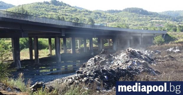 Община Дупница няма средства да изчисти незаконно струпаните отпадъци под