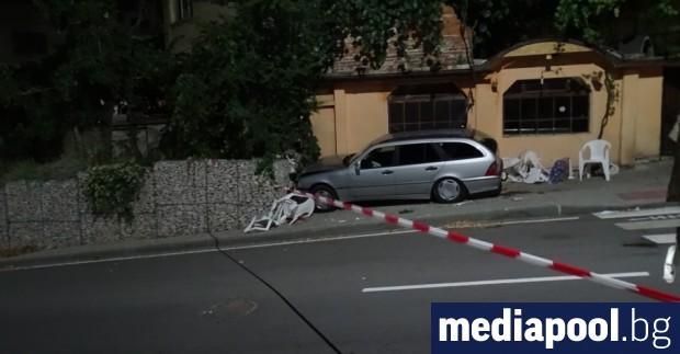 Кола се вряза в заведение и причини смъртта на 70-годишен