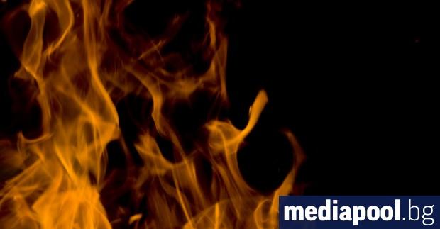 Гасенето на пожара край Котел продължава и в петък. Предишната