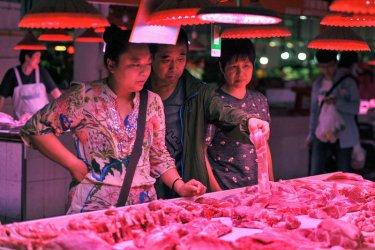 Китай вади 10 000 тона замразено свинско месо от стратегическите си резерви