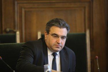 Александър Урумов отрича да има нещо общо с паниката сред родителите в Сливен