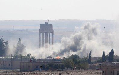 Турция засилва офанзивата си в Сирия, въпреки заплахите за санкции