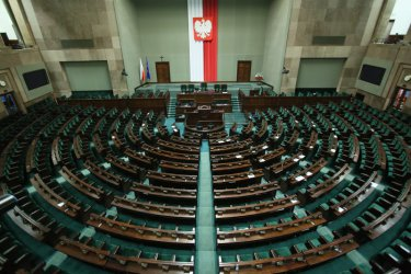 Управляващите в Полша ще победят с голяма разлика на изборите в неделя
