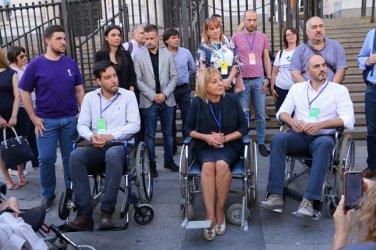 Кандидати за кмет на София седнаха в инвалидни колички