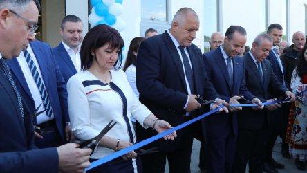 Масово българите не знаят за откриваните от Борисов заводи