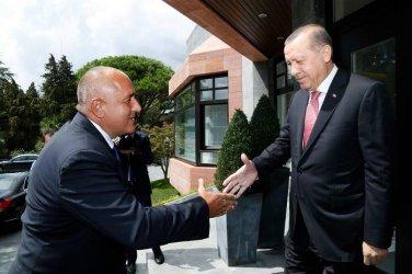 Борисов: Ами ако нахвърлят жени и деца по оградата? Дипломацията с Турция е важна.