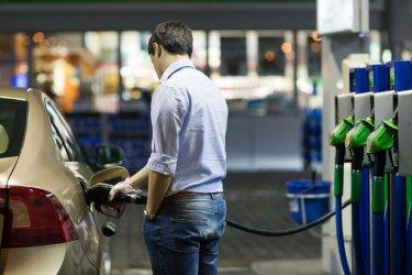 Дребни търговци пак плашат с масови протести заради Закона за горивата