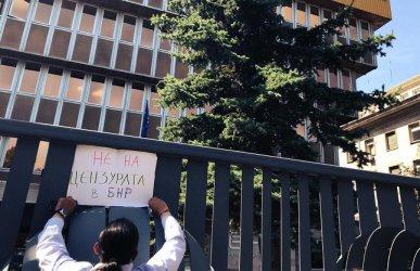 """Кой спря радиото? Цацаров твърди, че никой не оневинява """"горното стъпало"""""""