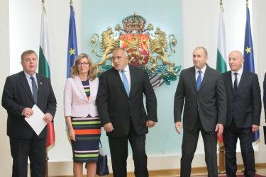 """България няма да спре Скопие за ЕС, но настоява да прекрати """"убийствената война"""""""